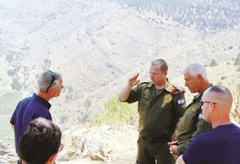 ביקור מפקד מחוז חיפה בפיקוד העורף.jpg5