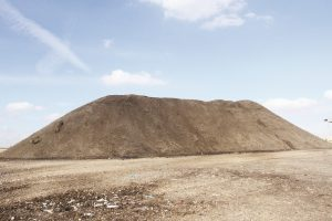קומפוסט המיוצר ממחזור פסולת אורגנית באתר דודאים קרדיט עינת מולכו