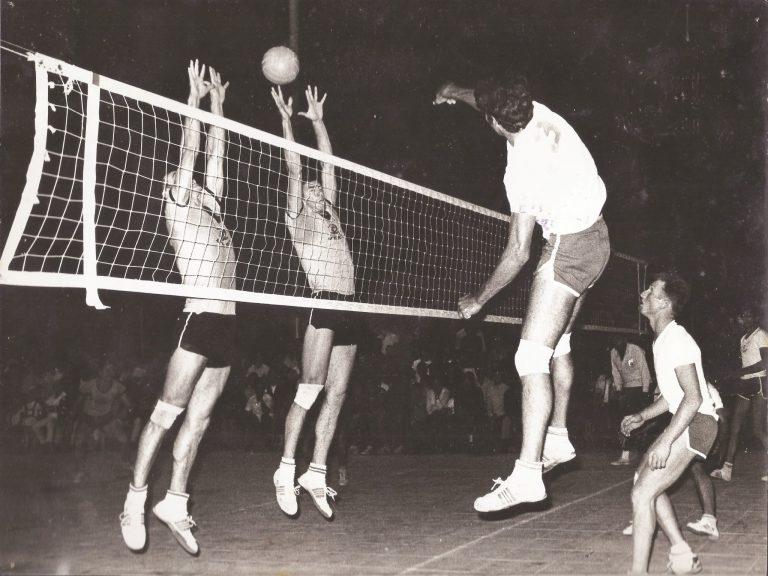 דוד בר נצר משחק כדור עף