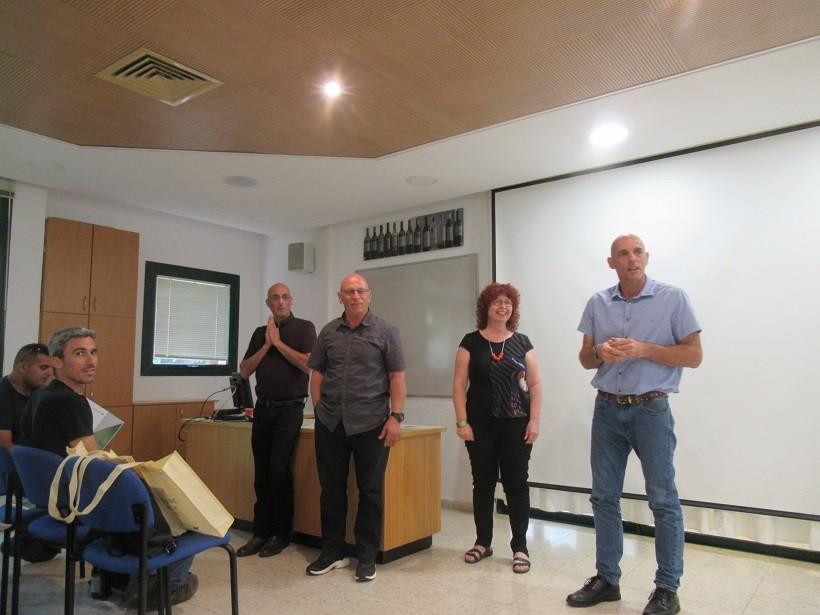 צוות הקורס שהשקיע הרבה יוזמה קשב והרבה אהבה לסטודנטים