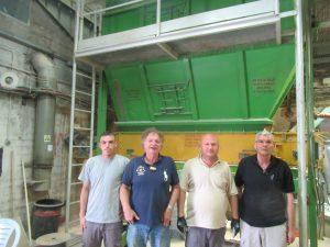 צוות עובדי המכון מהכפר טייבה שמפעילים את כל המערך