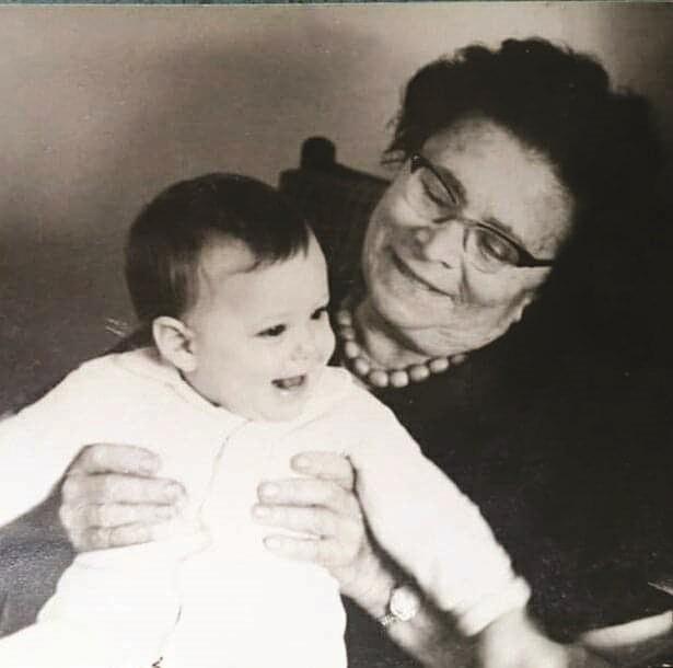 זהר עם סבתה אנדה עמיר