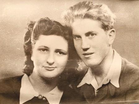 ההורים חנה ואיזידור בצעירותם