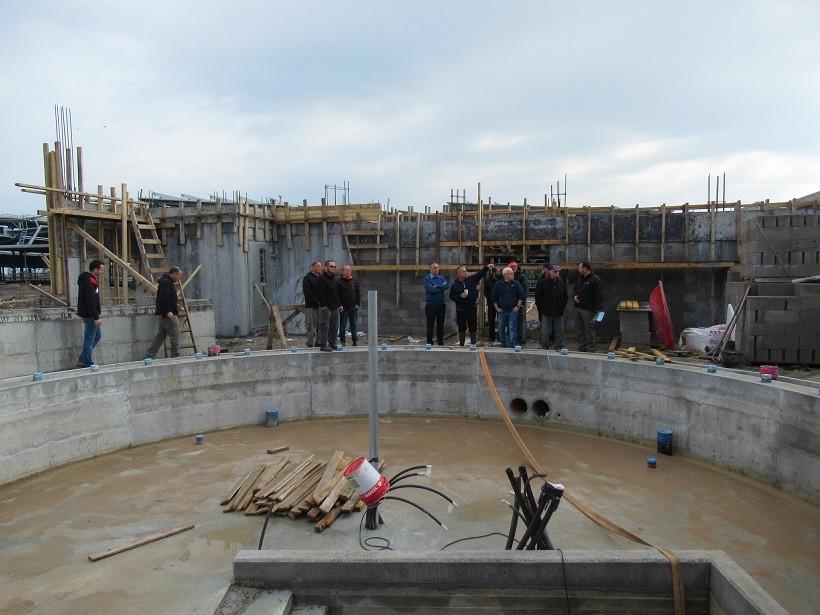 בונים מכון חליבה חדש ברפת כנרת – 40 עמדות מסתובבות אייל מליס מנכל תנובה