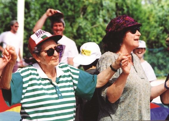 נעמי וציפקה בחג הקיבוץ בגוערה