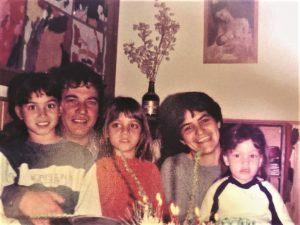 אורנת ויוסי עם בנותיהם נעמה רוני וסיוון
