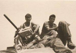 חברי צוות טנק יוסי שוכב