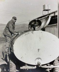 צבי נשר השקיעו את כל זמנו בתפעול האסם ובהובלה עצמית של חלב למחלבת תל יוסף הסמוכה