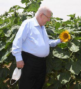 נשיא המדינה מבקר את החקלאים