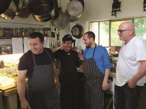 ארז והצוות בהכנות לסדנת בישול
