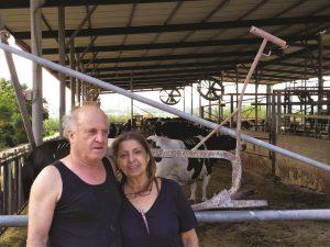 אסנת ורענן אדלשטיין עם המחרשה הישנה