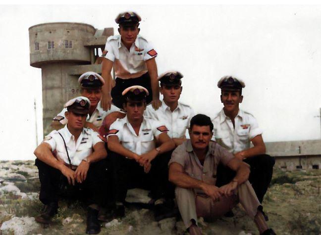 חלק ממחזור הקיבוצניקים בסיום הקורס 1958 שוקה עומד