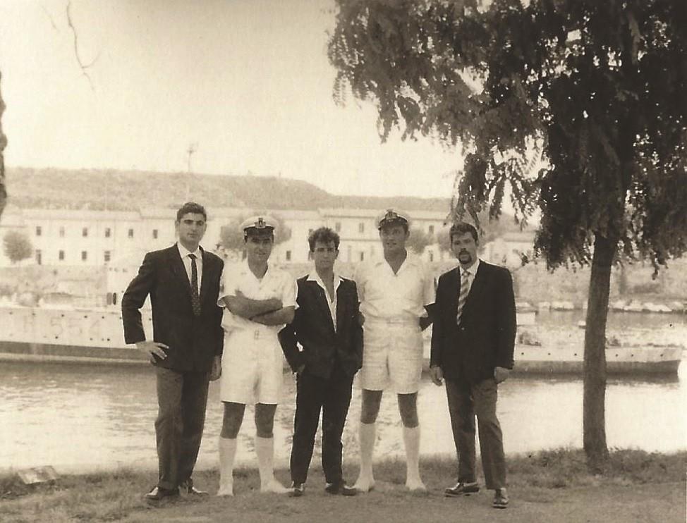 לה ספציה איטליה. עם המדריכים האיטלקים בלבן. ערן להב ראשון משמאל. 1961