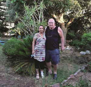 קוזי ועכסה בגינת ביתם
