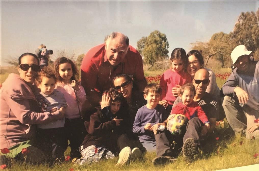 קוזי ועכסה עם בני משפחתם