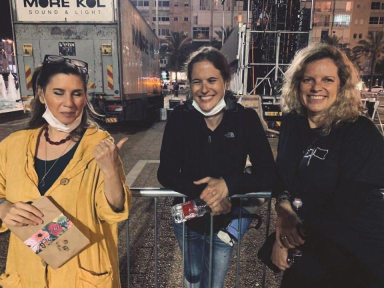 שקמה וחברות בהפגנה בתל אביב