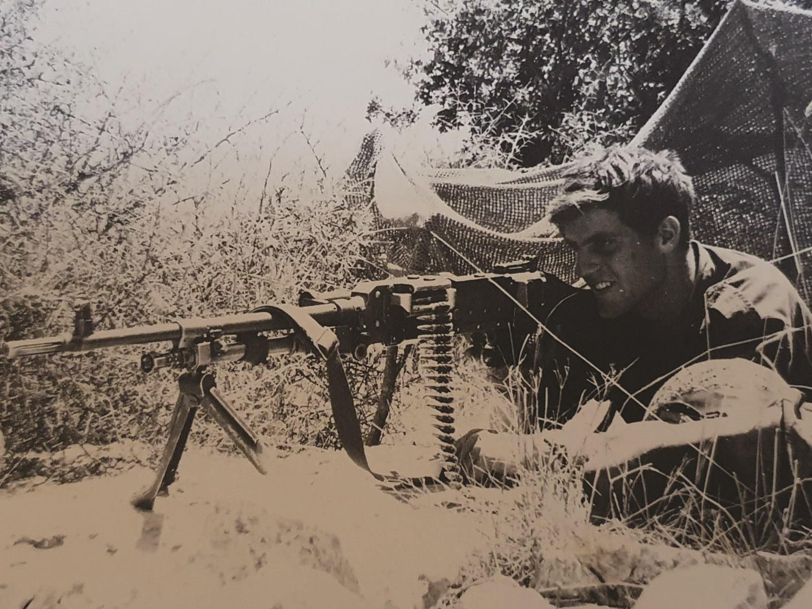 איתי כמאגיסט צעיר בצנחנים. 1969