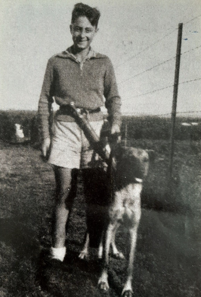אריק שרון בצעירותו בכפר מלל