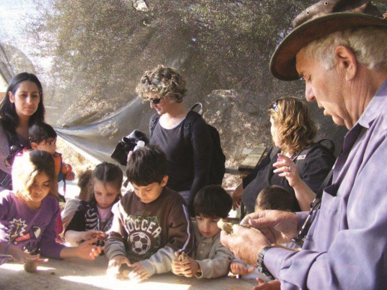 זוהר ברעם בפעילות בכפר חשמונאי שהקים לפני 42 שנים