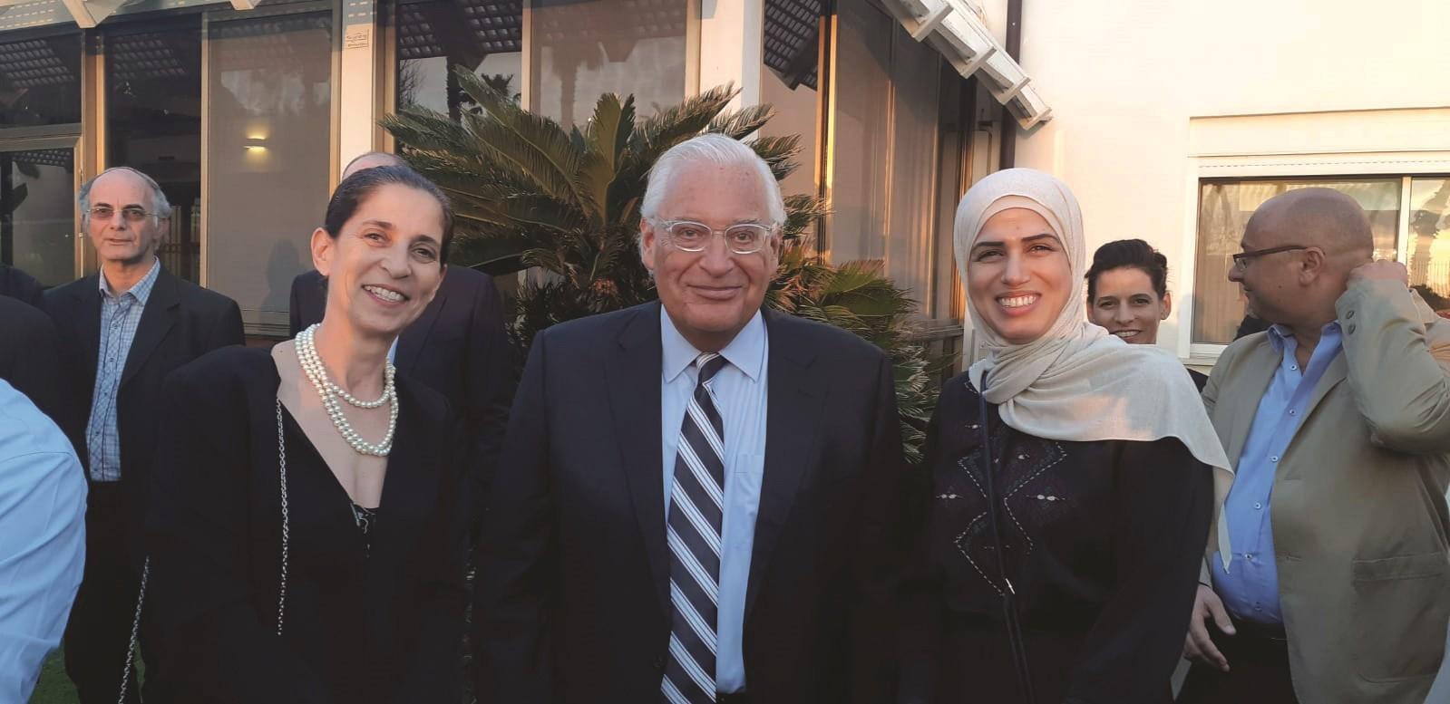 שגריר ארהב דיוויד פרידמן עם נשות ליגת הידידות לתרבות וספורט