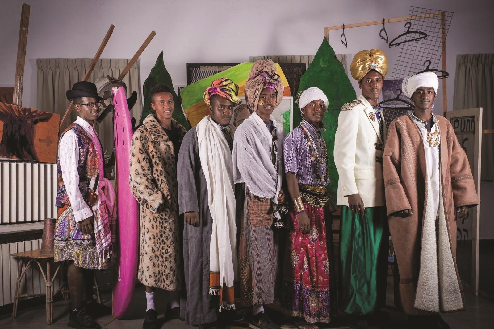 גברים ממוצא אתיופי בתלבושת מסורתית