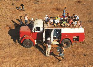 צעירים על הכבאית בפעילות בפארק צילום פניאל קריצמן