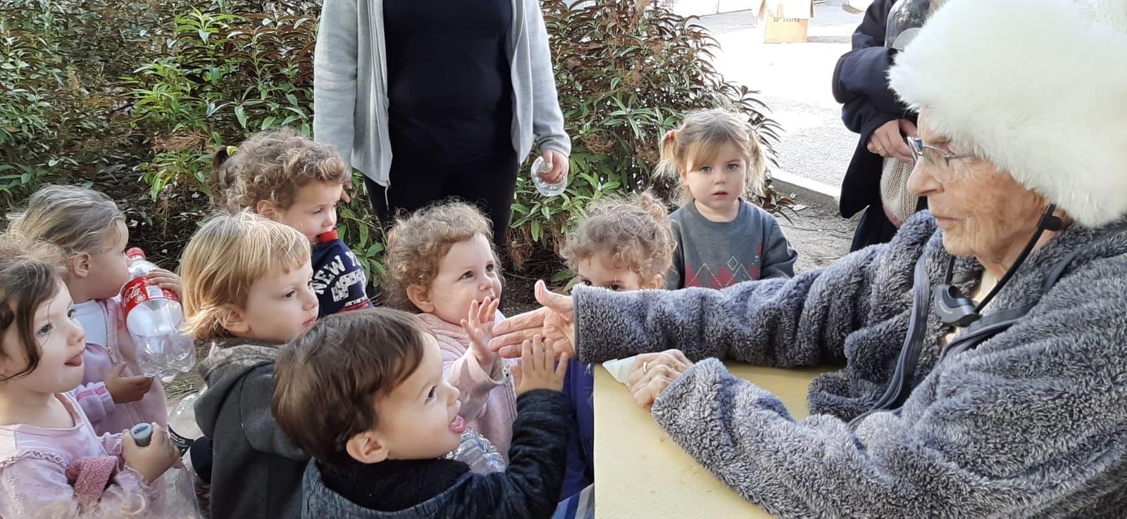 מלכה האס במפגש עם ילדי הגן