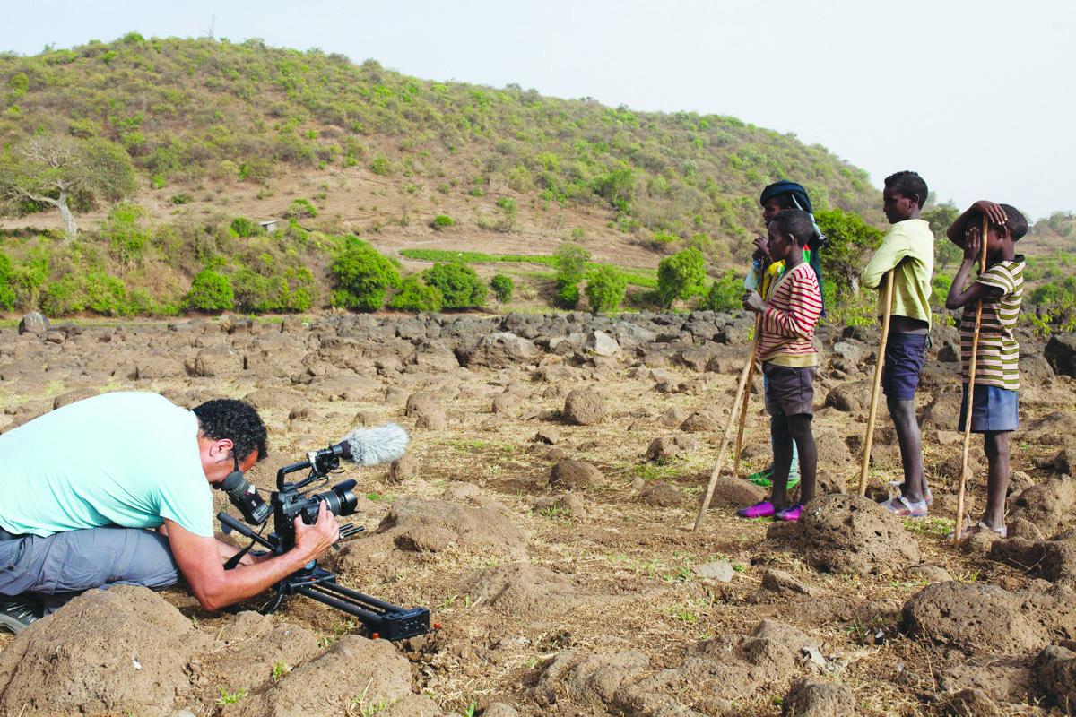 שקט מצלמים. אליאס מצלם באתיופיה