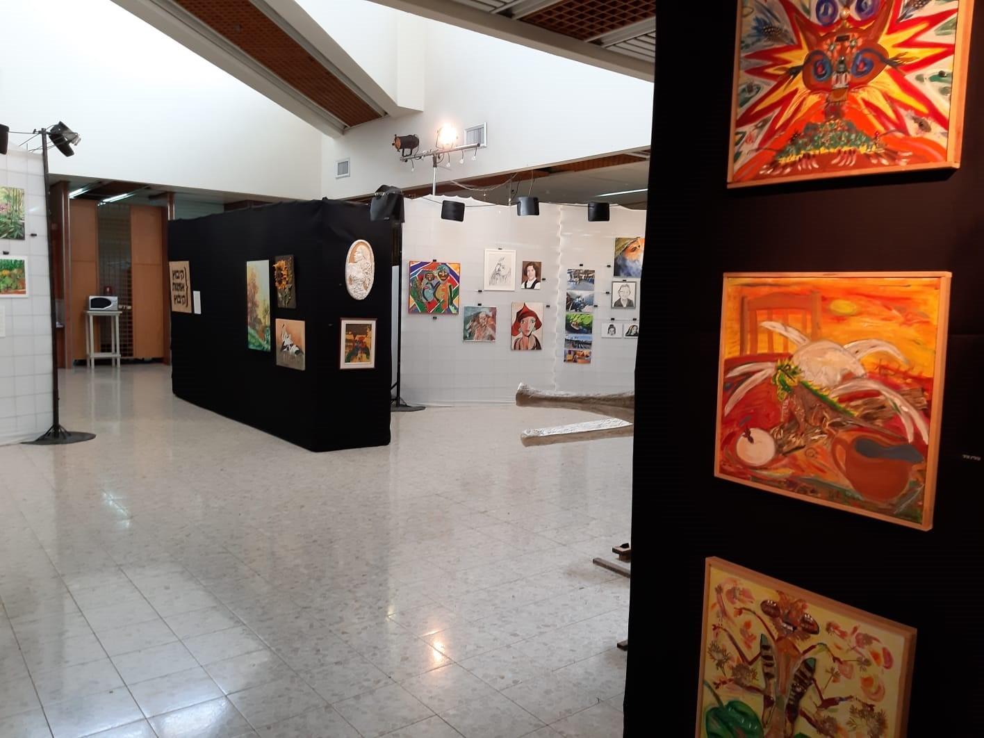 אומנות קיבוץ מזרע תערוכה