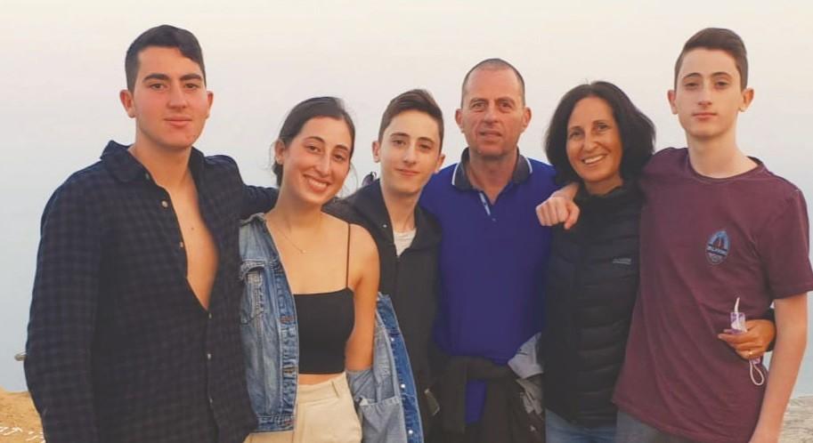 אושרת ובני משפחתה בטיול בנגב