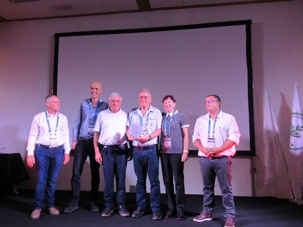 שמוליק מקבל אות יקיר הענף בכנס המדעי 2019