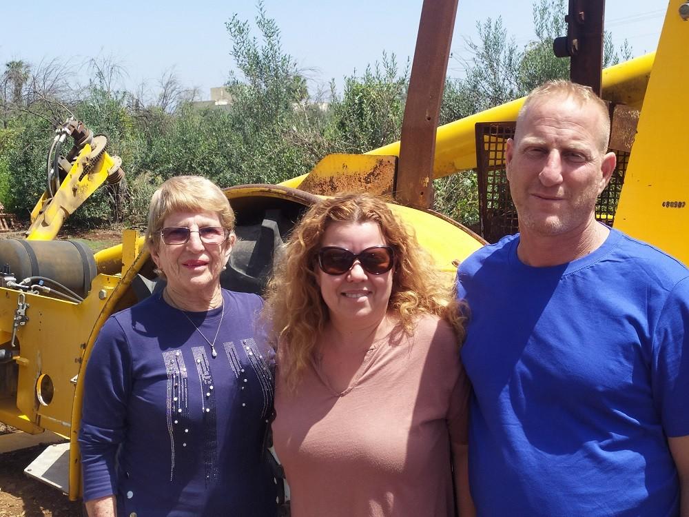 דרור וליאת קלו עם דינה קלו בת ה80