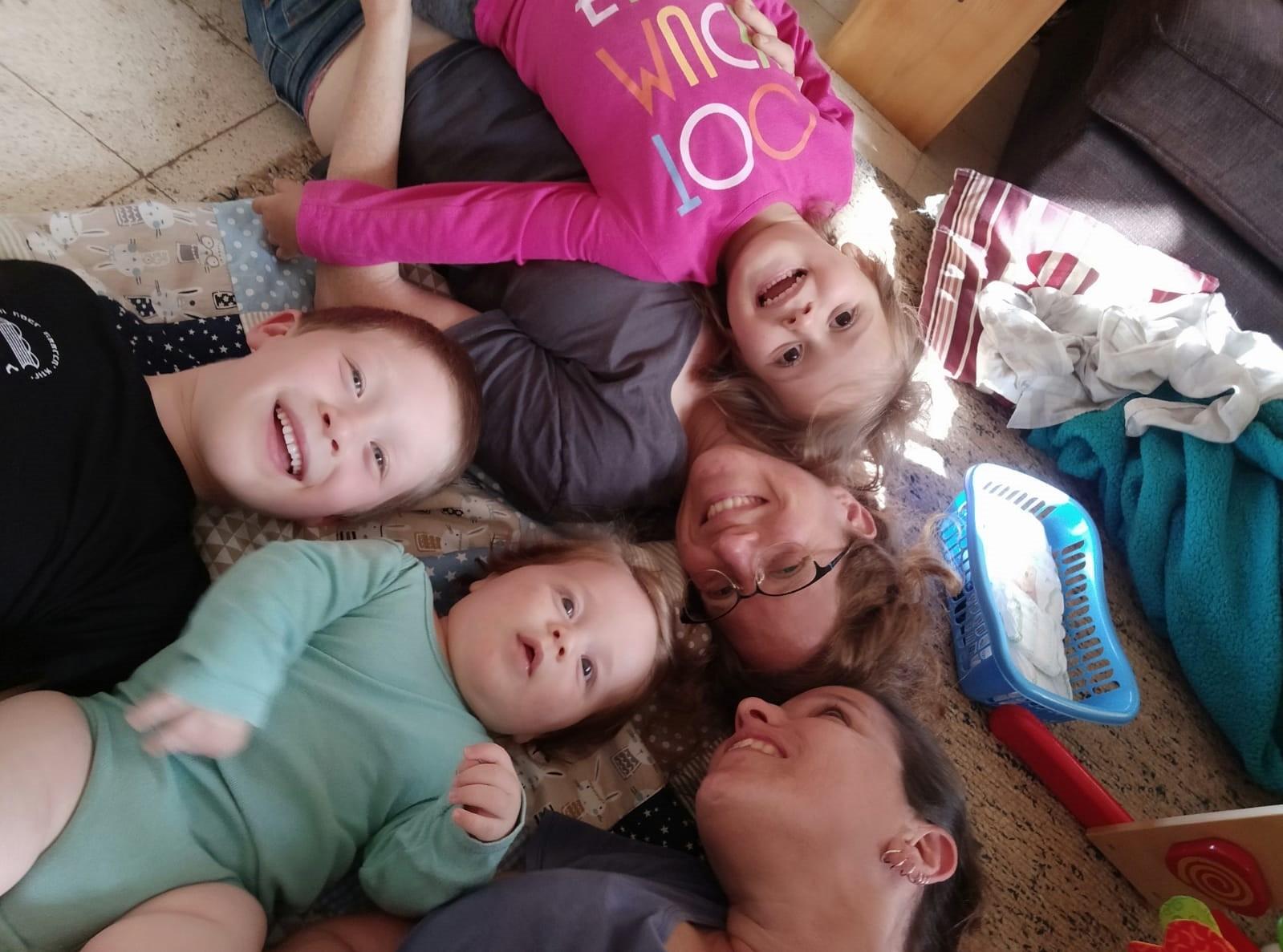 נופר ורותם ושלושת ילדהן