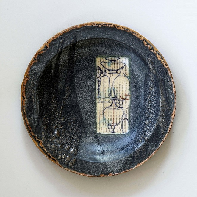 קערה שחורה עם הדפס של מיכל אלון צילום אורי אלון 1