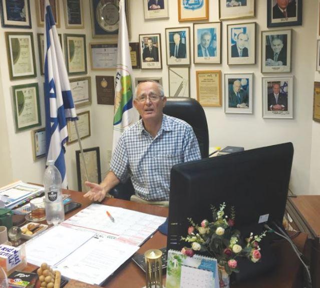 דוקטור מוטי דלגו במשרד ראש המועצה