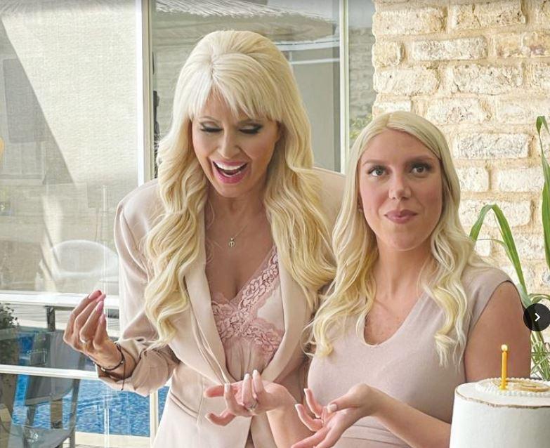 פנינה ובתה בצילומי פרסומת