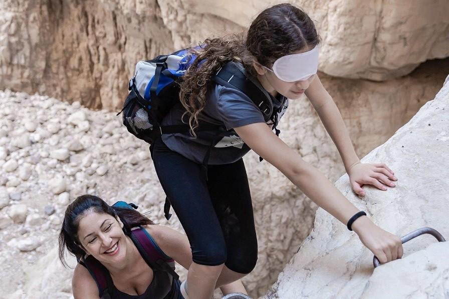 אם וביתה מסע אתגרים במדבר יהודה