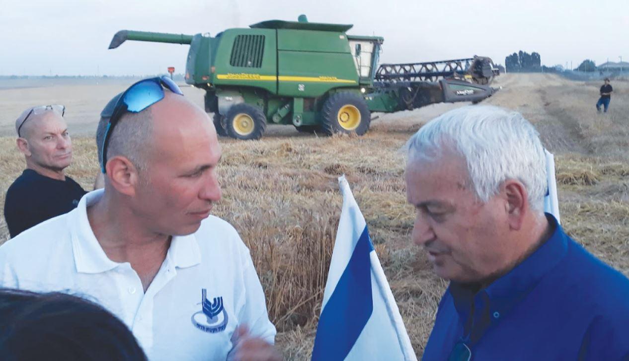 אמיתי עם שר החקלאות היוצא אלון שוסטר