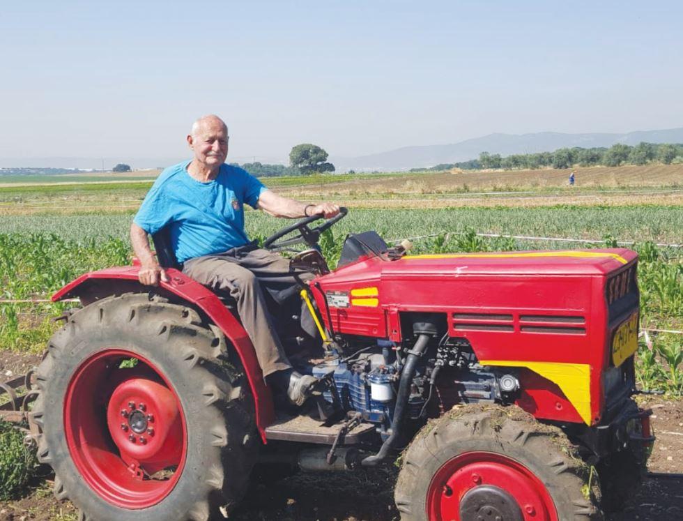 בן ממשיך במשק החקלאי