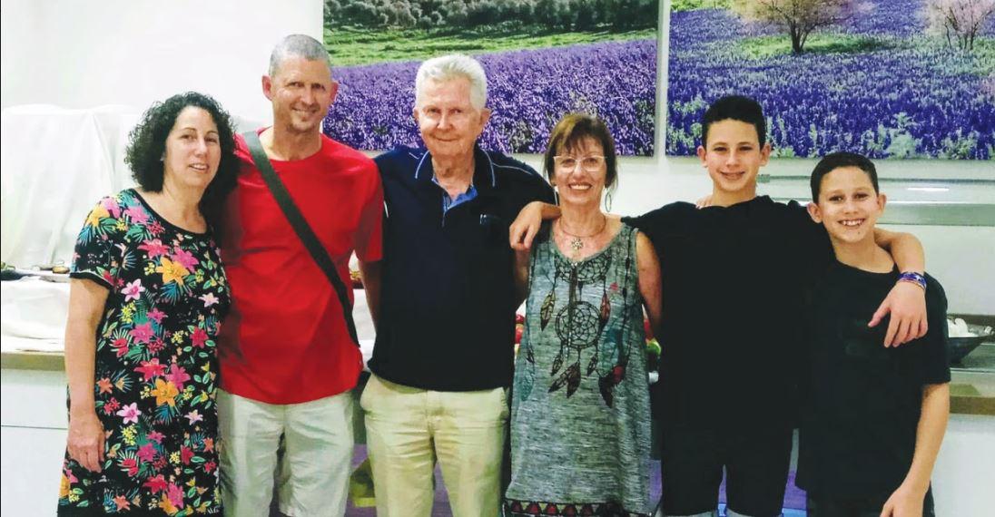 צביקה ביקל ובני משפחתו