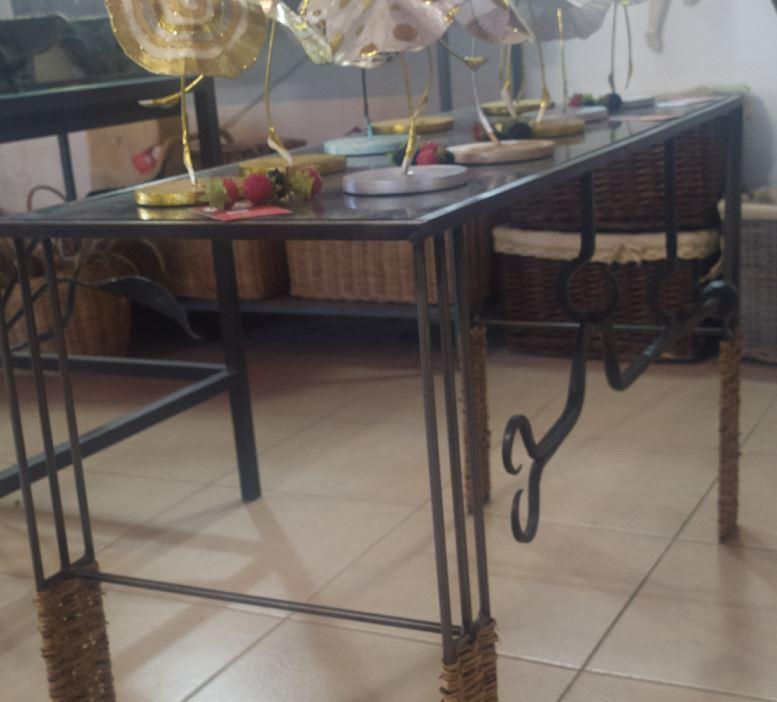 שולחן מברזל קלוע אתי גלרי - כפר האמנים במושב אניעם