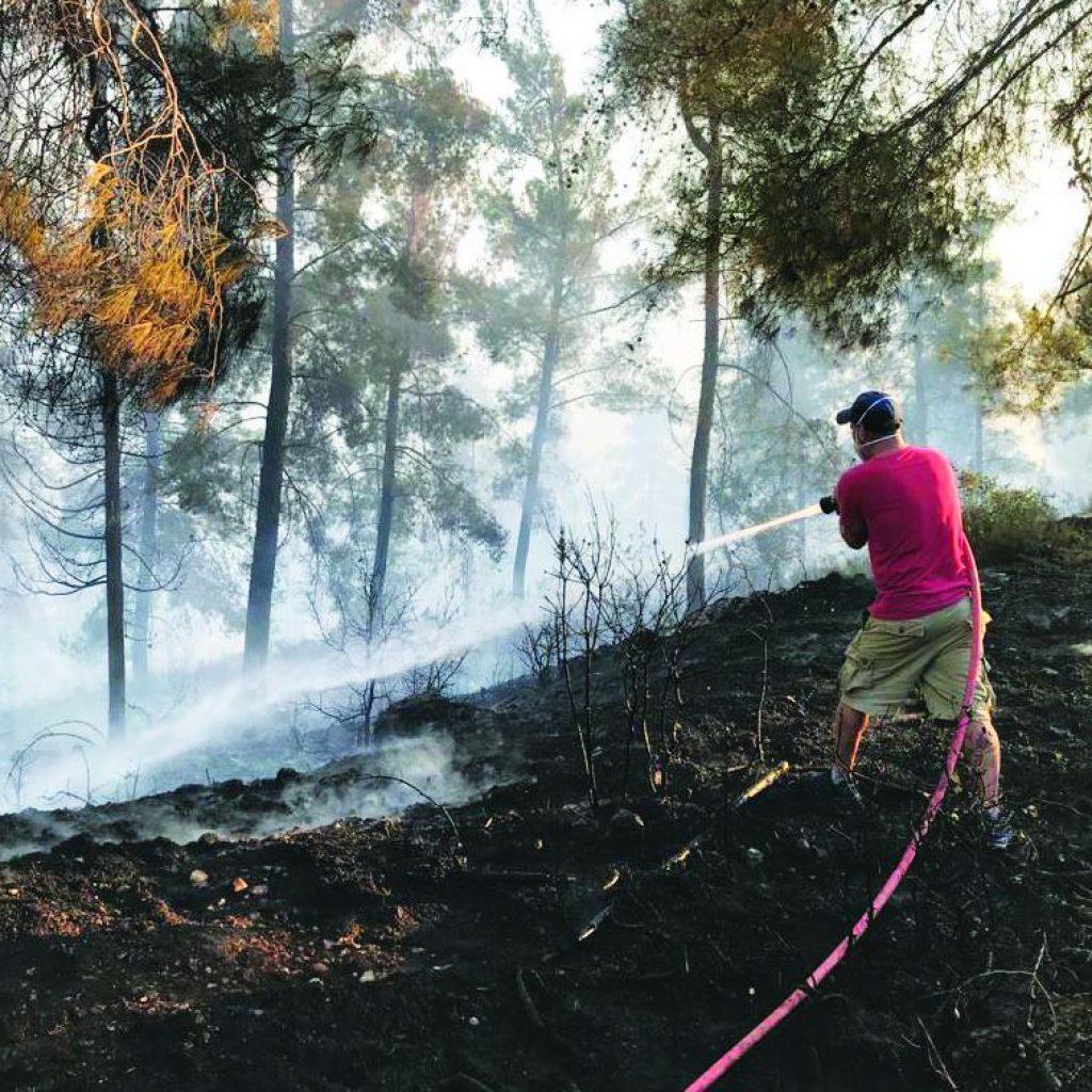 צוות כיבוי אש יישובי בפעולה צילום שי אבייס