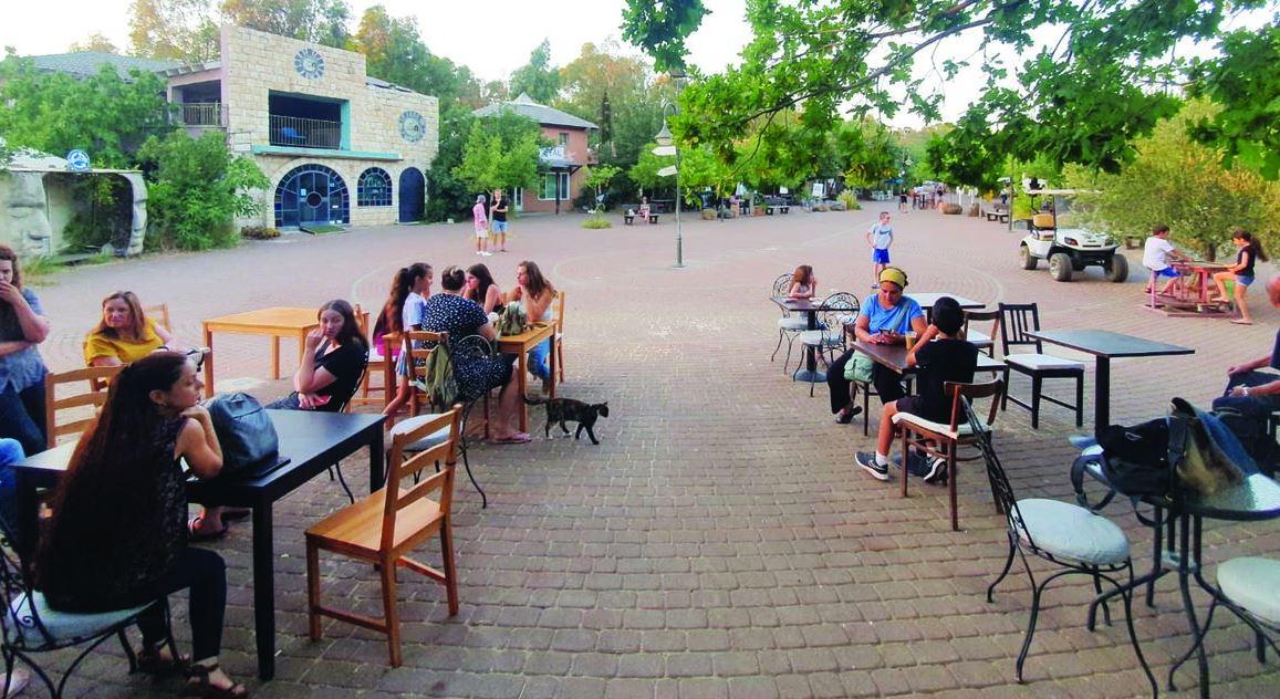 בית הקפה שמופעל על ידי בני הנוער באניעם