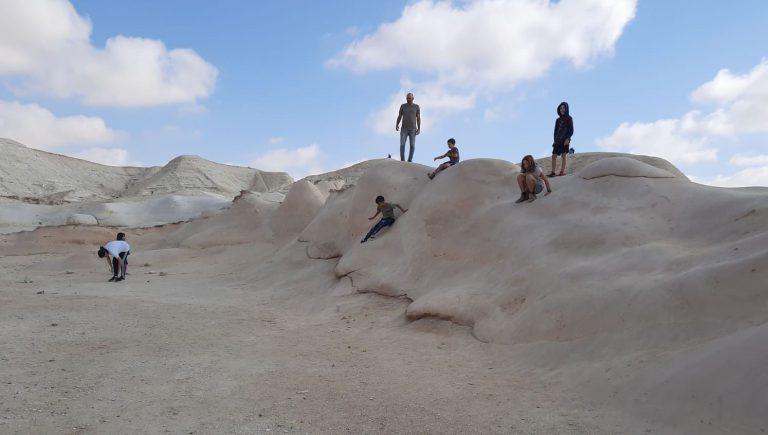 חמוקי ניצנה תזהרו שלא לשבור סלעים