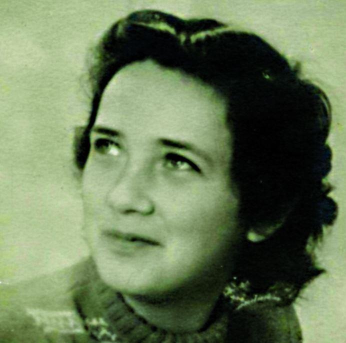 מלכה גנץ בזמן השיקום לאחר המלחמה