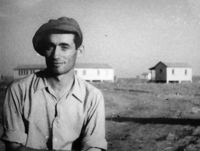 נחום גנץ מדריך במושבי הנגב בשנות החמישים